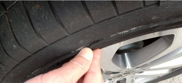 裂开的轮胎